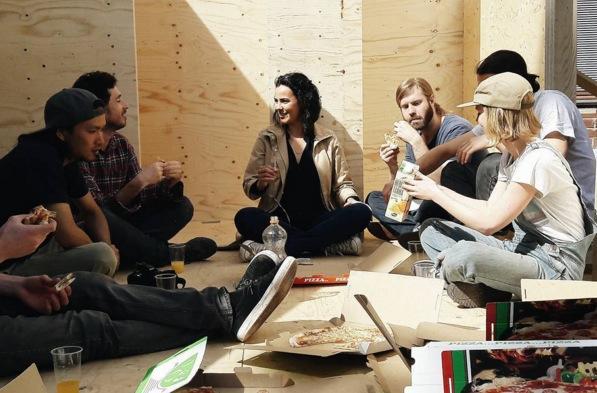 alunos-construindo-casa-finlandia-50-mil