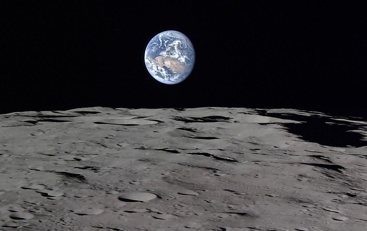 estas fotos da terra nascendo na lua s o reais. Black Bedroom Furniture Sets. Home Design Ideas
