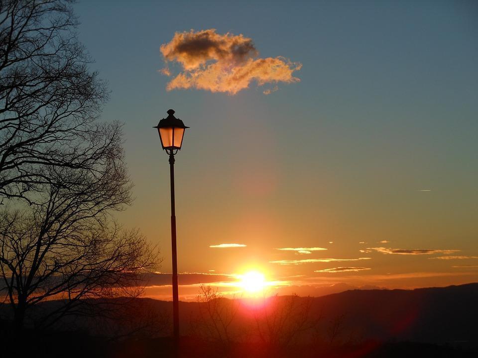 lamppost-422027_960_720