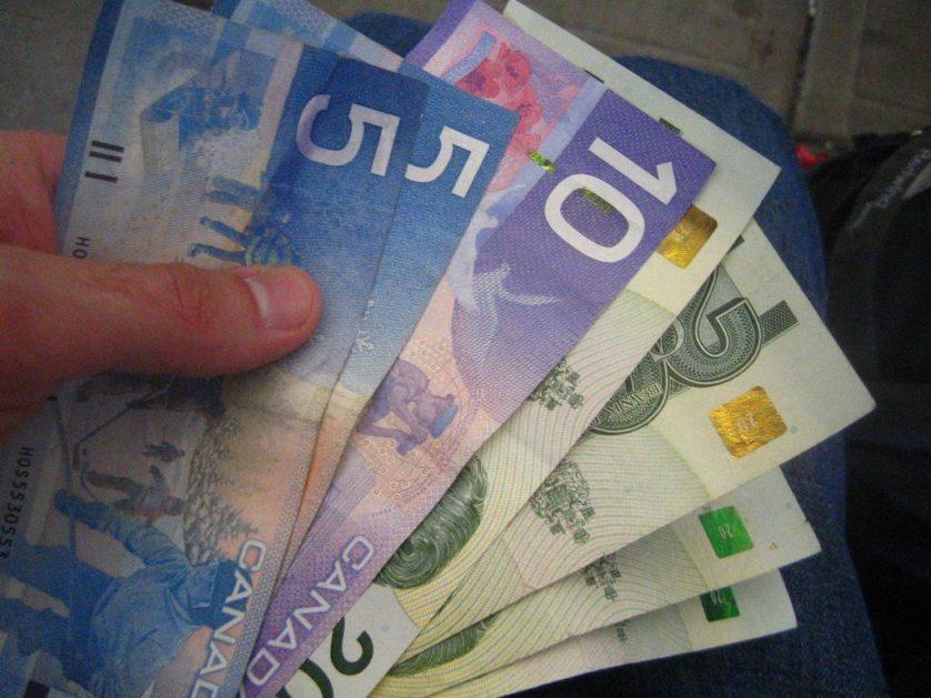dinheiro-canada-bolsa-universal