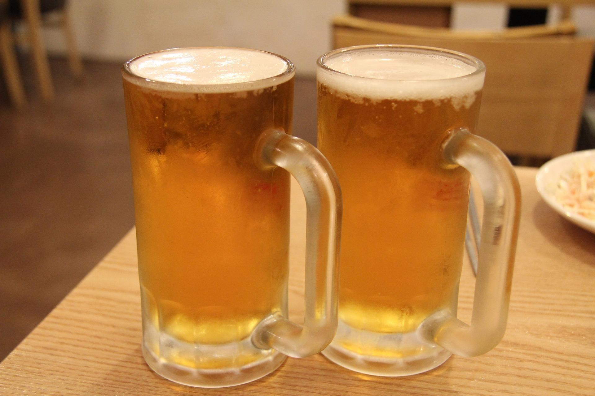 Famosos 4 latas de cerveja são mais poderosas para aliviar a dor que  XC84