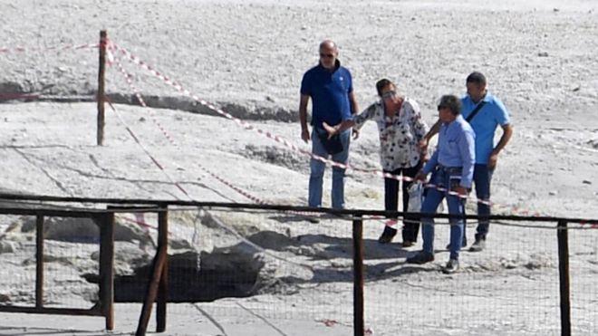 Casal e filho morrem após caírem dentro de cratera de vulcão