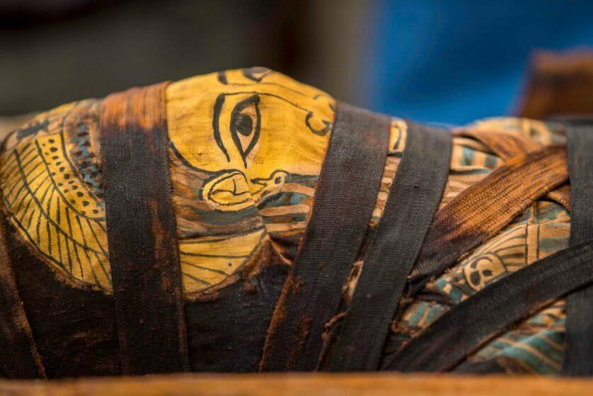 A face da múmia intacta revelada